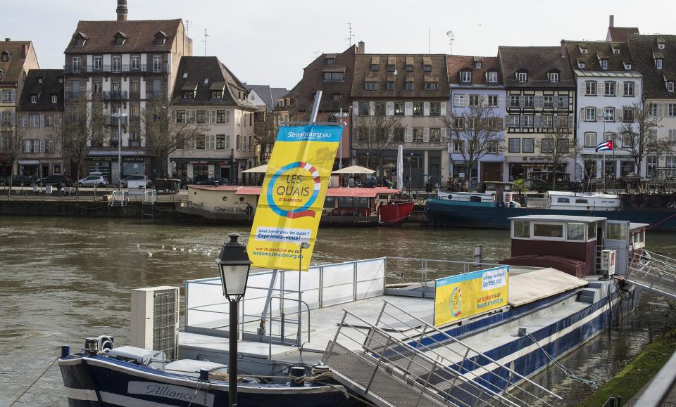 photo habillage péniche affiches les quais de Strasbourg
