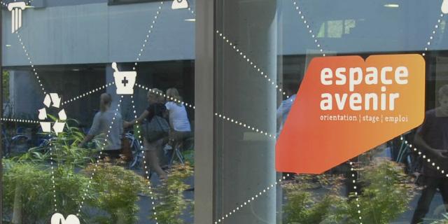 photo vitrine avec logo espace avenir