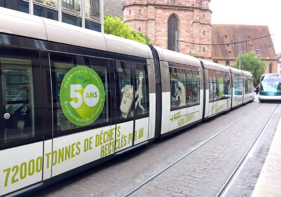photo macaron 50 sur un tramway à Strasbourg