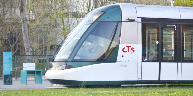 Tramway de la CTS Strasbourg roule